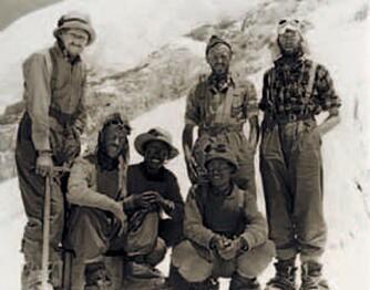 30. mai 1953. Everest er erobret og alle hjerter gleder seg. Fra venstre: John Hunt, Ed Hillary, Tenzing Norgay, An Nyima, Alfred Gregory og George Lowe.