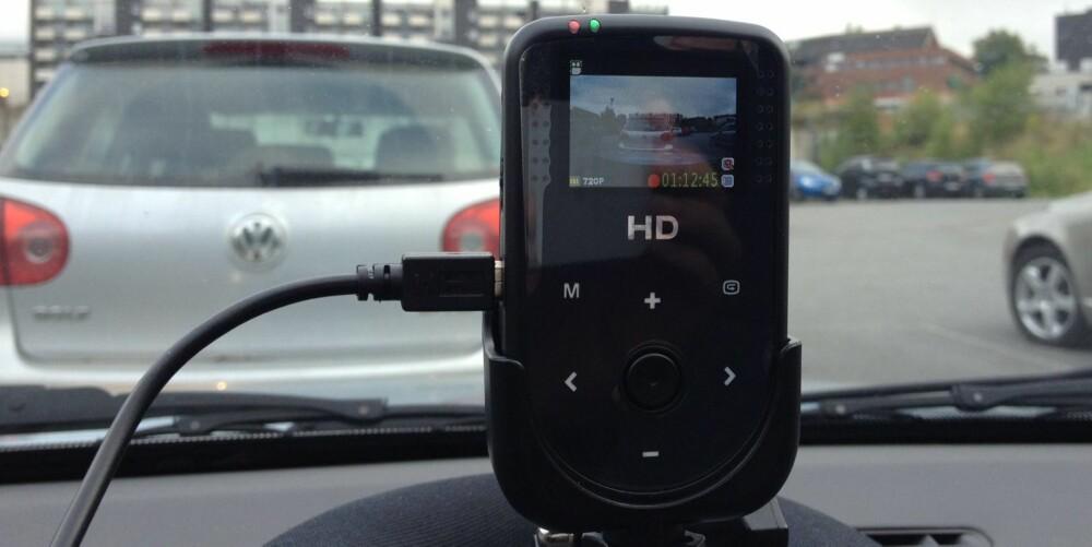 PARKERINGSVAKT: Kameraet fungerer også som en slags parkeringsvakt, og starter opptaket ved den minste lyd i bilen - for eksempel dersom bilen blir påkjørt. FOTO: Terje Haugen