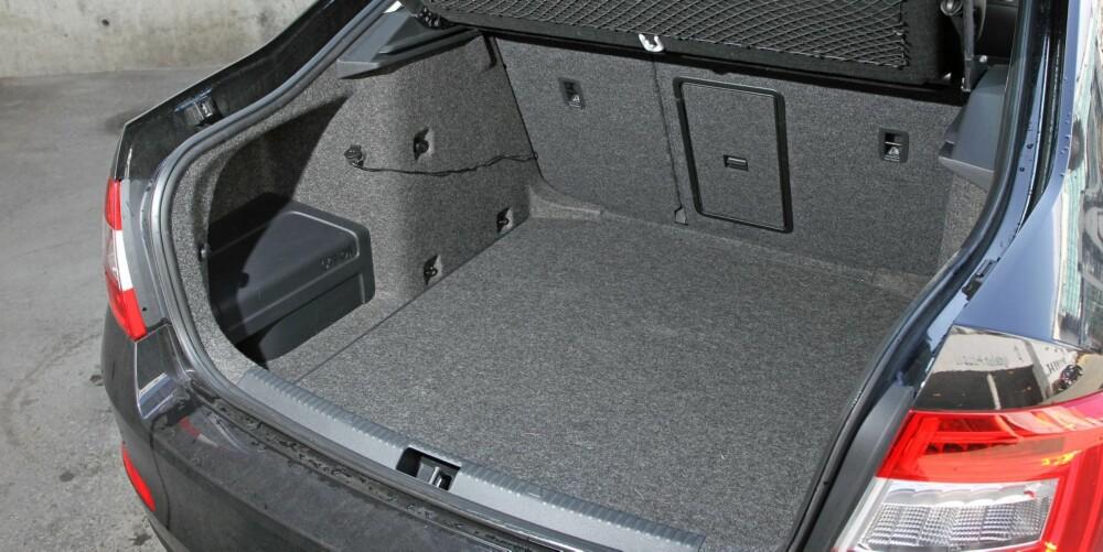 ENORM KOMBI: Skoda Octavia kombi har 590 liter bagasjerom (bildet). Stasjonsvogna rommer 610 liter. FOTO: Petter Handeland