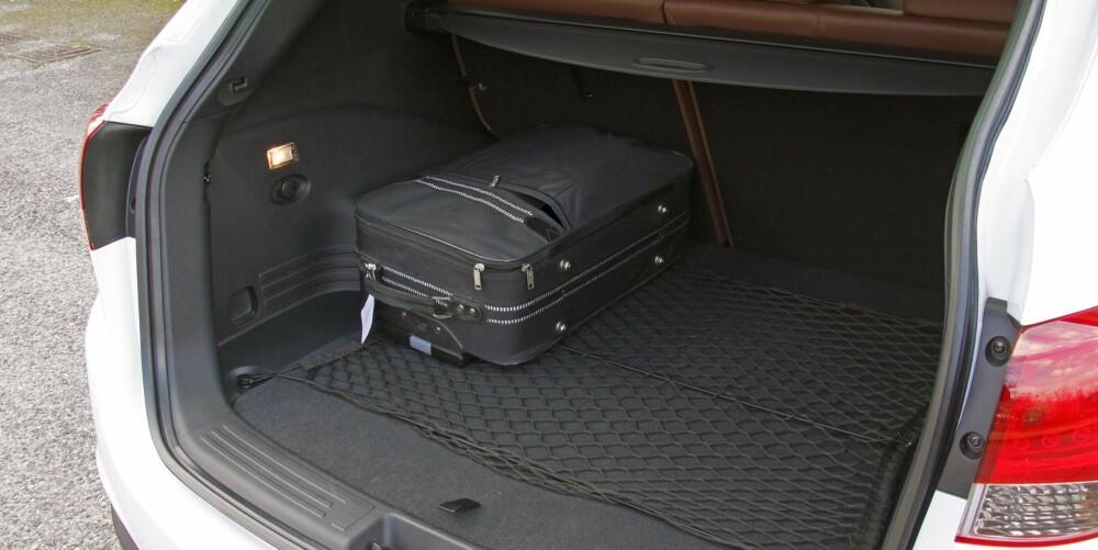STORT: Bagasjerommet i Hyundai ix35 er stort, og lett å utnytte. FOTO: Petter Handeland