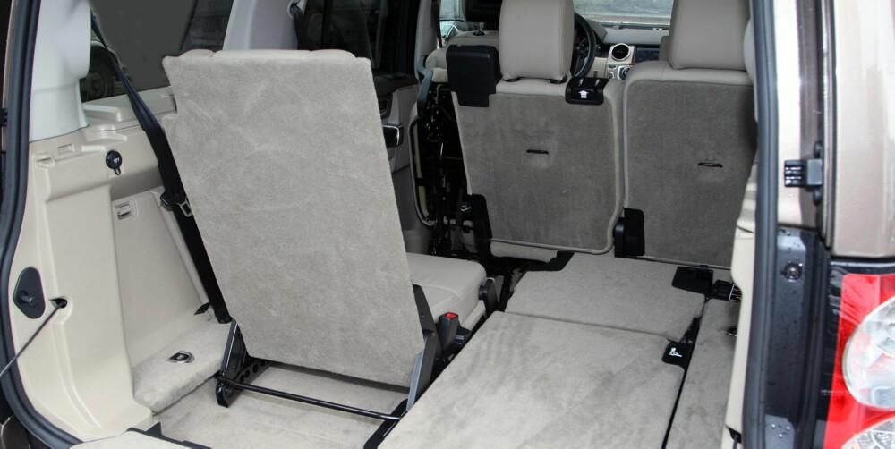 DISCOTEK: Land Rover Disco 4 har masse plass. Om alle sju seter er i bruk, er det fortsatt noe plass bakerst. Det er imidlertid kjapt gjort å fikse mer lasteplass. FOTO: Egil Nordlien, HM Foto