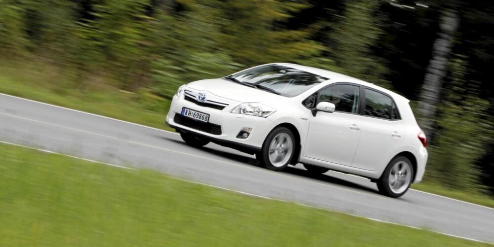 SNILL MOT MILJØET: Toyota Auris HSD ble nylig kåret til den mest miljøvennlige bilen. Dessuten er den svært lettkjørt.