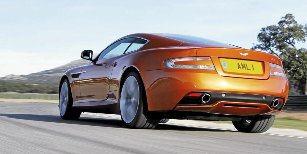 RASK: Aston har jobbet med V12-eren så den nå leverer 497 DIN-hester og 570 Nm, og legger seg elegant mellom DB9 og DBS (med henholdsvis 477 og 517 hk). 0¿100 går på 4,6 sek, og toppfarten er 300 km/t.