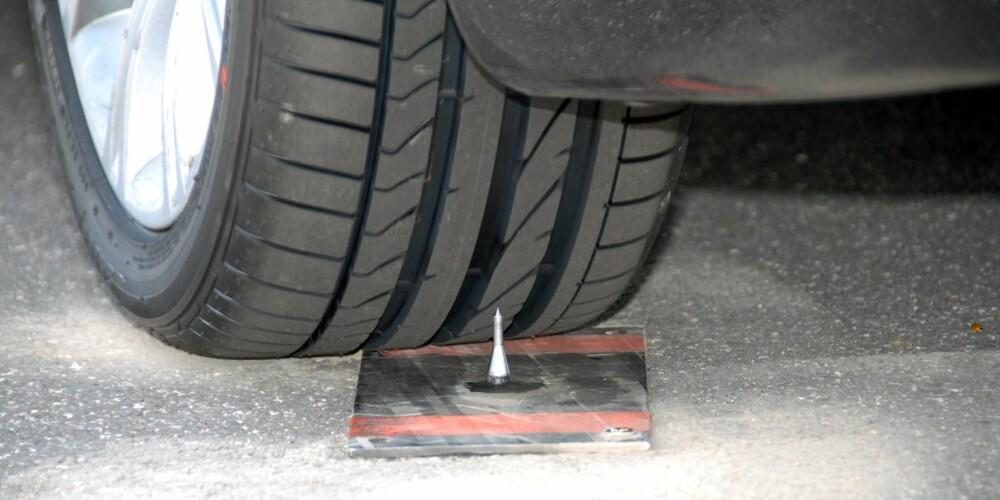 PUNKTERINGSFRIE: Med RFT-dekk kan du kjøre videre selv om dekket punkterer og mister alt lufttrykk. FOTO: Bridgestone