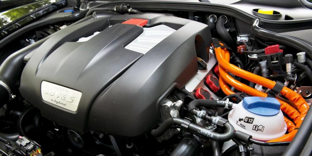MYE KREFTER: Batteriene gir 96 hk av hybridens 416 hester. FOTO: Porsche