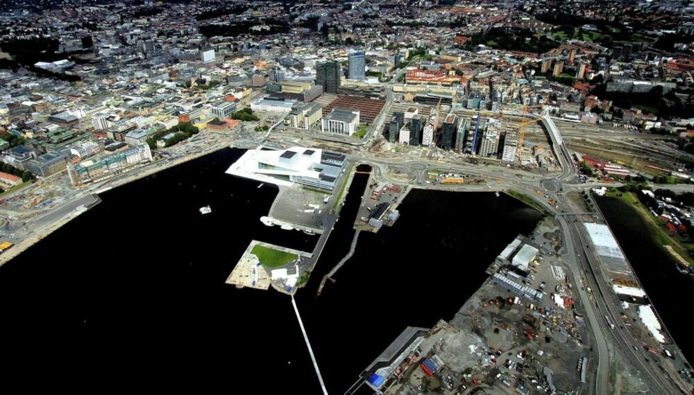 MESSE : Til helga er det duket for båtmessa «Båter i sjøen», Nord-Europas største flytende båtmesse. Den holder åpent 5.- 8. september på Sukkerbiten i Bjørvika ved Operaen. I år med ca 330 båter på sjøen og ca. 70 stands på land.
