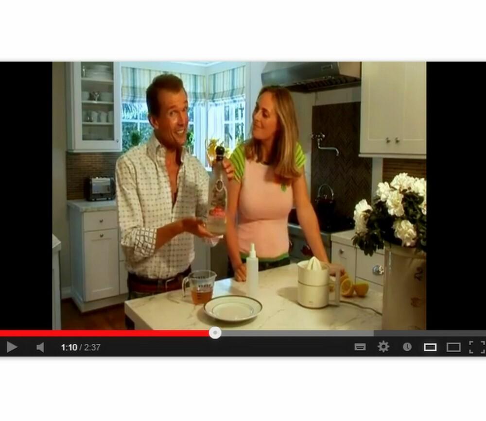 SKJØNNHETSGURU SIER JA: Selv om Ole Henriksen ikke selger produkter som inneholder vodka, så er han stor fan av å lage ansiktstonere selv og har laget en youtube-video som er basert på nettopp denne alkoholen. - Russisk vodka er den beste, mener Henriksen.