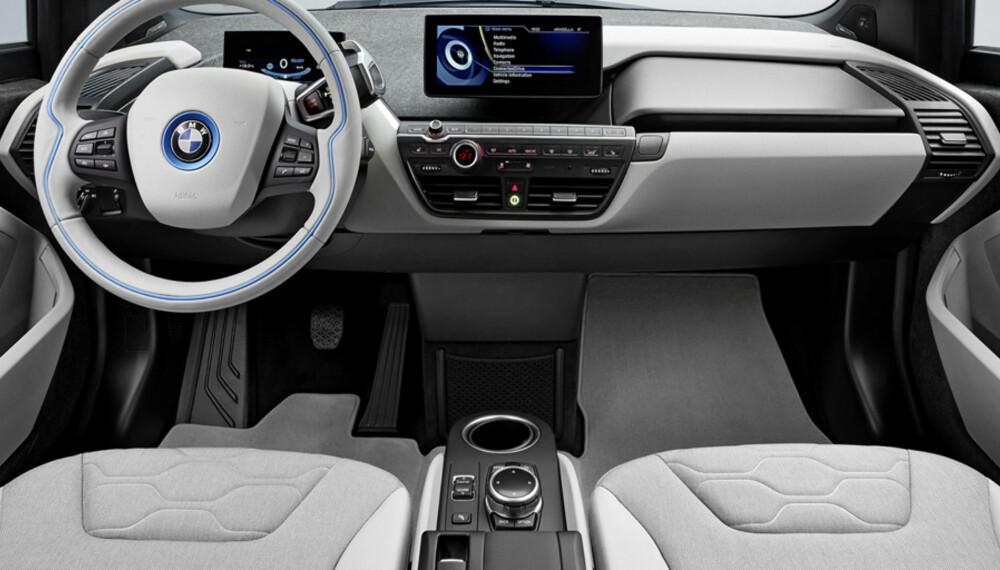 NOE KJENT: Bortsett fra enkelte kjente detaljer, har BMW i3 et svært annerledes førermiljø enn andre BMW-er. FOTO: BMW