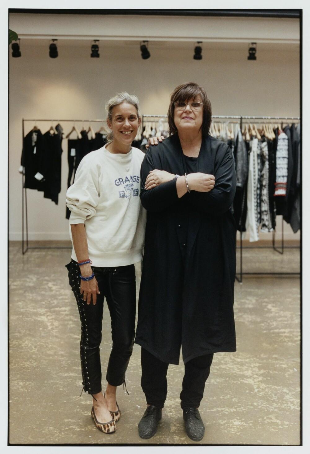 SAMARBEID: Franske Isabel Marant er neste gjestedesigner ut for H&M. Her avbildet med sjefsdesigneren for H&M, Margareta Van Den Bosch.