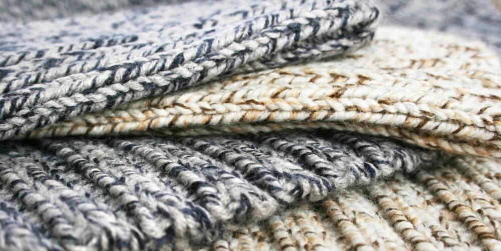 ULL: Ull holder godt på varmen, selv om den lille blir våt. Hver fiber i ulla har små luftlommer som isolerer og fanger luft. Defor holder ulla kroppen varm når det er kaldt, og kald når det er varmt.
