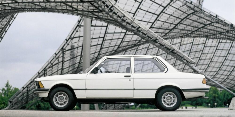 FAMILIEVENNLIG: For deg som vil på lengre turer med familie og bagasje, men likevel vil ha en sjarmerende veteranbil med nok kraft, er BMW 323i et godt valg. Nok krefter og klassiske kjøreegenskaper sørger for underholdningen bak rattet.