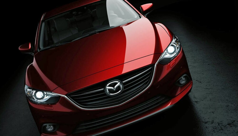 KOMMER SNART: Om en drøy måned kan du se alt av nye Mazda 6 - men her er en smakebit. Foto: Mazda