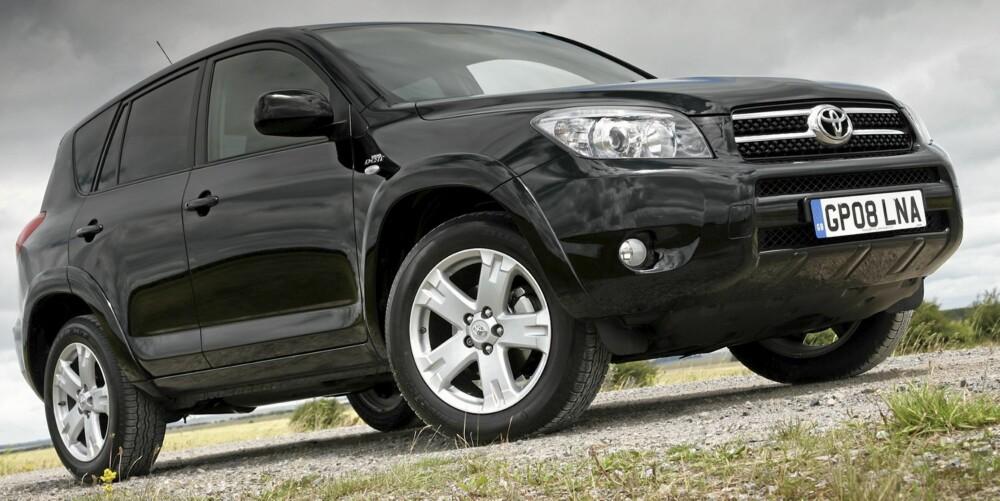 SPAR TUSENLAPPER: Vår undersøkelse viser at du kan spare over 10 000 kroner på å velge bort merkeverkstedet ved et clutchbytte på en Toyota RAV4.