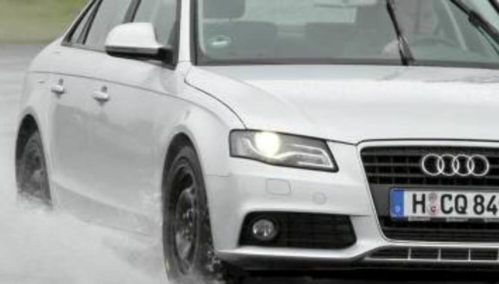 VÅTT FØRE: Mange kjører på vått føre nesten hele vinterhalvåret. Da kan mellomeuropeiske vinterdekk være et godt valg.