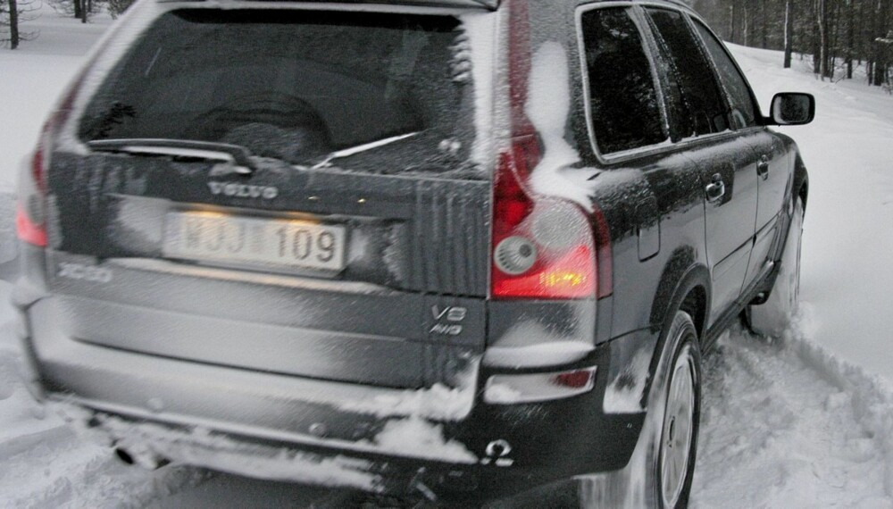 VINTERDEKK: Kjører du SUV og er i tvil om hva slags dekk du skal gå for, så velg piggdekk, mener ekspert på vinterdekk.