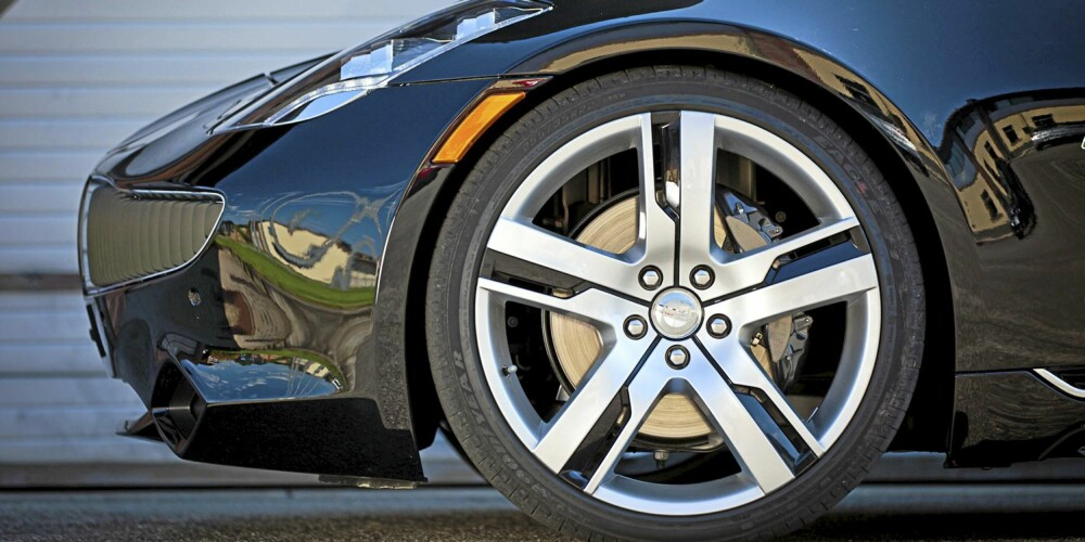 GOD HJUL: Dette, sier sjef Henrik, er verdens eneste bil som har større standardhjul enn de som du får som ekstrautstyr. Dropp de store, og ta de bedre 21-tommerne..