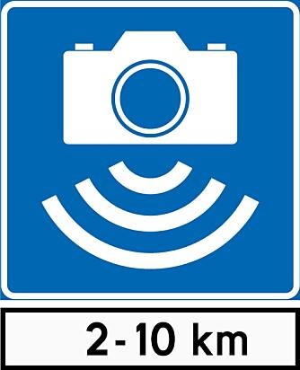 STREKNINGS-ATK: Slik ser skiltet for gjennomsnittsmåling ut. Det er kilometerskiltet under kamerasymbolet som avslører at strekningen har fotobokser som måler snittfarten.