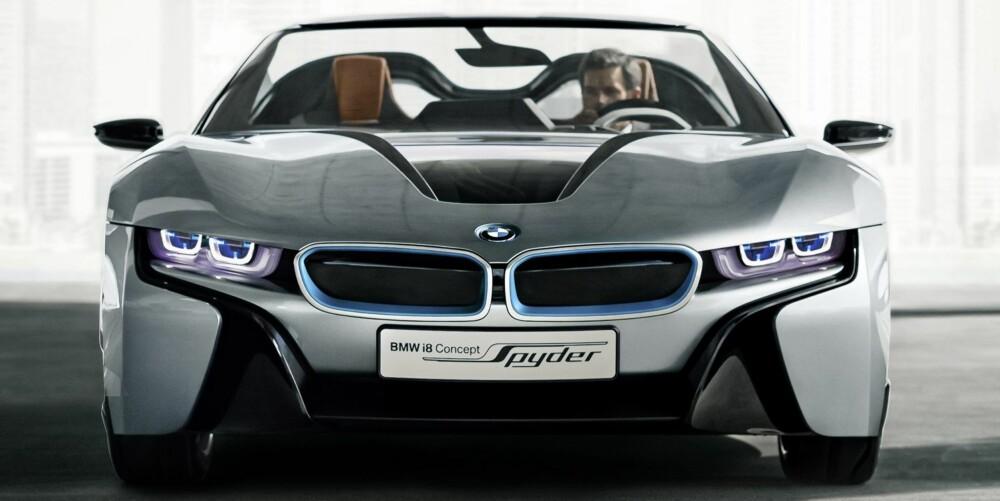 EKTE SPORT: BMW i8 Spyder er bare 121 cm høy. Vektfordelingen er 50/50. Det bør ikke mangle på sportslighet. FOTO: BMW