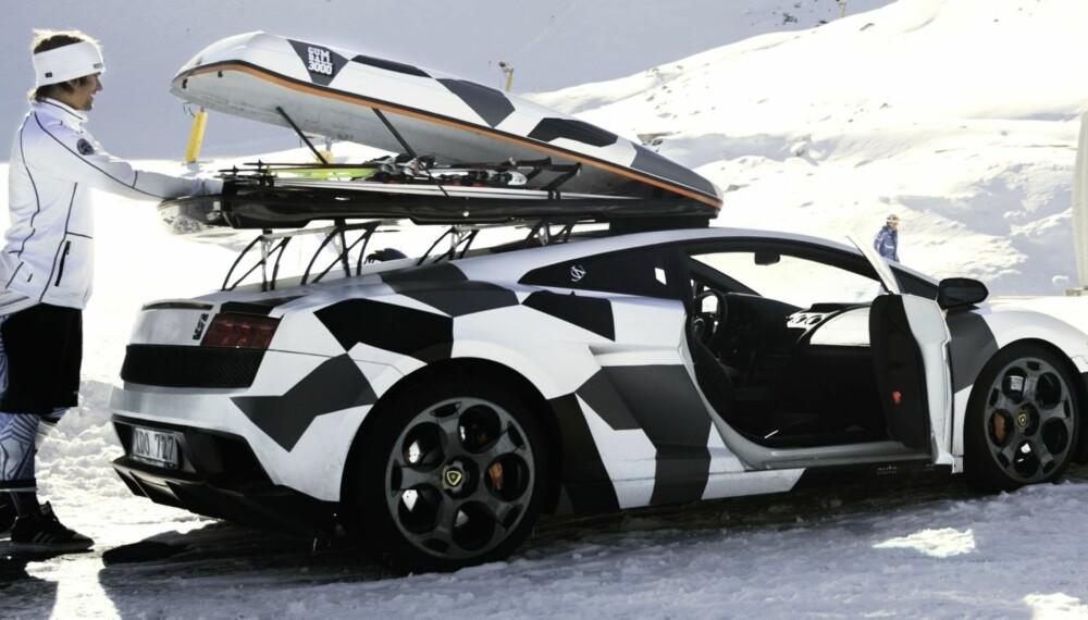 VI DRAR TIL FJäLLEN: Jon Olsson har gjort Lamborghini med takboks til et varemerke. I fjor byttet han ut en LP670 Murciélago SuperVeloce og med en LP560 Gallardo. (Foto: Oskar Bakke)