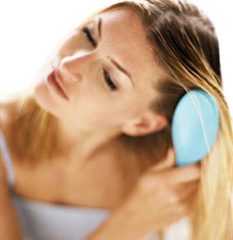 DROPP SJAMPO: Sliter du med brusete hår sier ekspertene at det beste du kan gjøre er å slutte å vaske med sjampo.