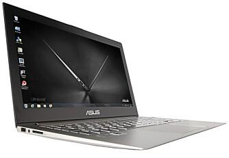 METALL: Zenbook er hovedsakelig laget i en aluminiumslegering. Det gjør den solid og stabil, mens designet går i retning av minimalisme.