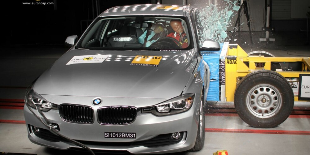 FORTGJENGER: Nye BMW 3-serie gjør det bra i kollisjonstesten og får særlig skryt av EuroNCAP for fotgjengersikkerheten. Foto: EuroNCAP