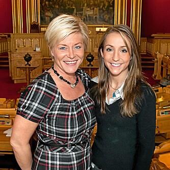 FREMADSTORMENDE: Mette er Stortingets yngste representant, og det er Fremskrittspartiets partileder Siv Jensen stolt av. Her fra da Mette ble valgt inn på Stortinget i 2009.