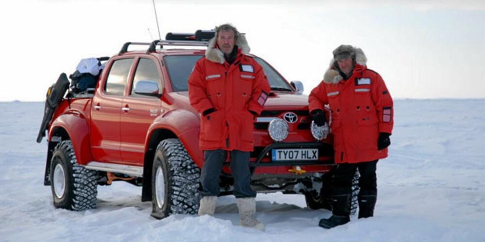 NORDPOLEN: Jeremy Clarkson og James May på vei til den magnetiske nordpol i 2007. Foto: Arctic Trucks