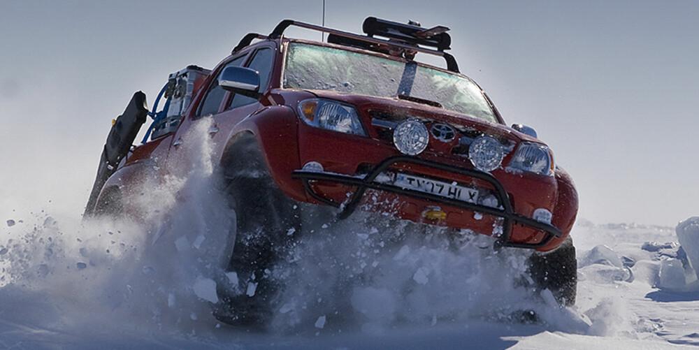 HARD CORE: På vei mot den magnetiske nordpol. Foto: Arctic Trucks