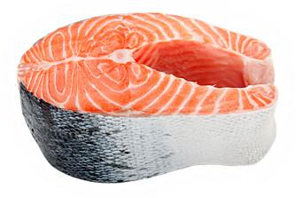 GLA LAKS: Laks og annen fet fisk er supermat for huden.