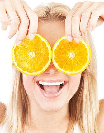SUNNHET ER SKJØNNHET: Vitamin C bør du passe på å få i deg nok av om du vil holde rynkene unna.