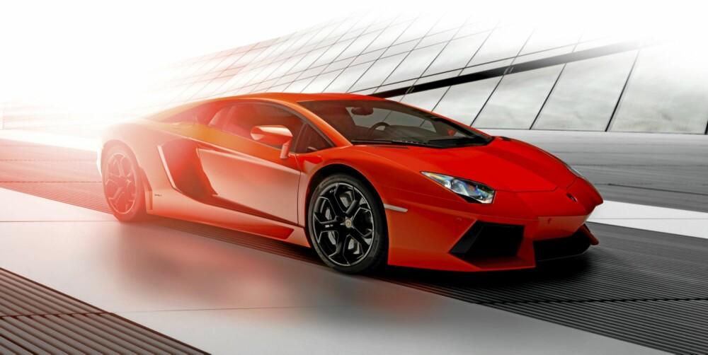 TEKNOVIDUNDER: Chassis og karosseri i helkarbon, V12 på 700 hester og fjæring med F1-inspirasjon. Hva kan man mislike?