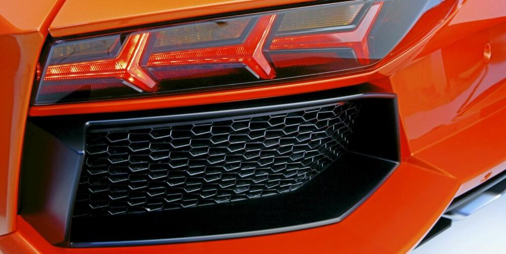 MØNSTERE: Over alt på bilen er det intrikate former.
