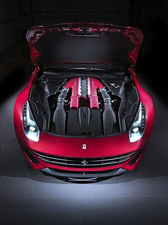 NO DOWNSIZE: V12-eren er plassert så langt bak at Berlinetta faktisk er front/midtmotorisert.