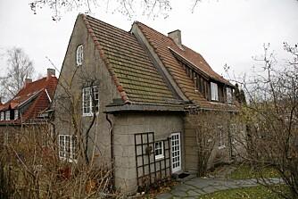 SOLGT: Når Linn Ullmann og Niels Fredrik Dahl skal flytte fra dette  huset, blir det kort vei for flyttebilen.