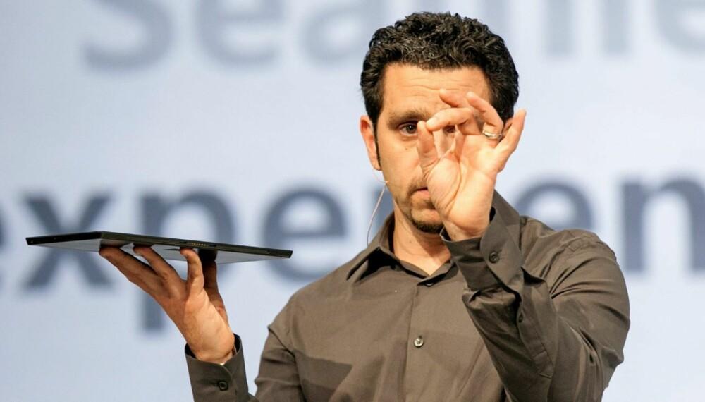 TYNN: Microsofts Panos Panay viste i går frem deres første forsøk på å angripe Apples iPad. Microsoft Surface blir et nytt nettbrett med Windows 8.