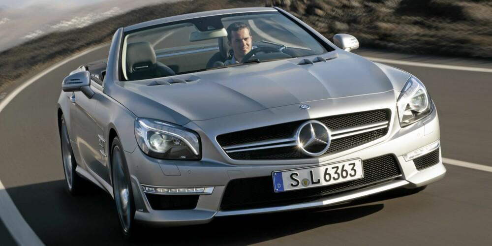 BEDRE STYRING: AMG har erstattet den vanlige SL-ens variable styring med med fast utveksling som gir mer presis styring. Foto: Daimler AG