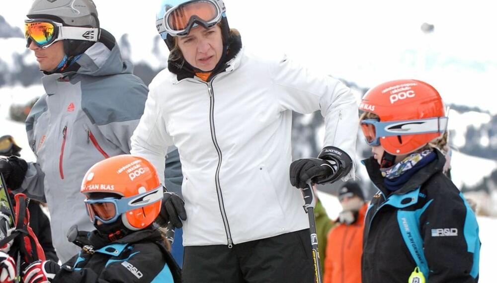 Prinsesse Elena med barn i skibakken