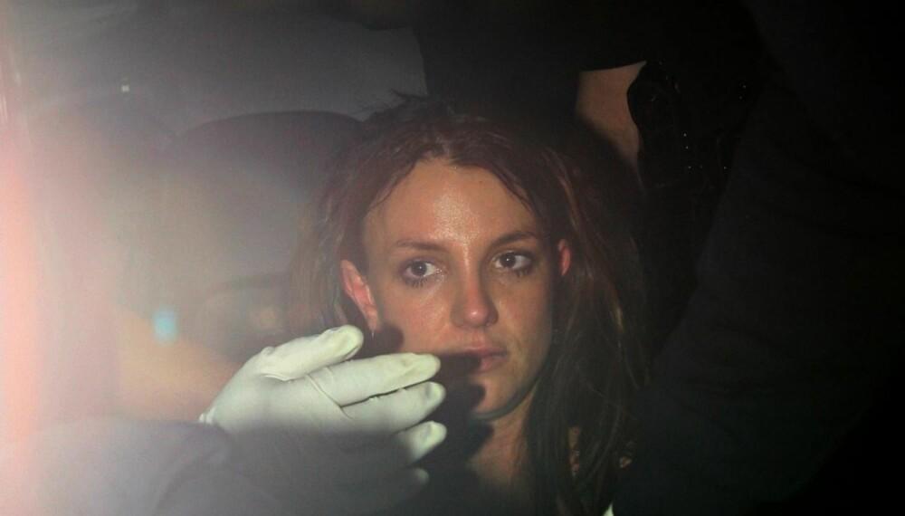 Britney Spears kjøres til sykehus i ambulanse