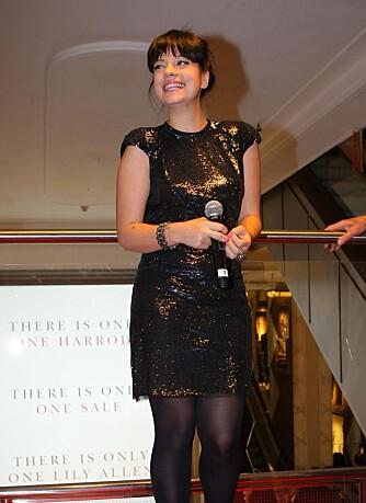 Lily Allen åpner romjulssalget på Harrods