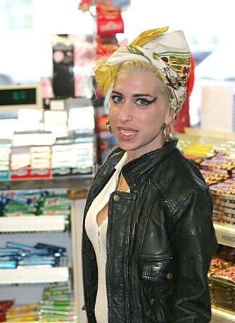 Amy Winehouse med sin blonde manke