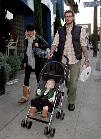 Tori SPelling med mannen Dean og sønnen Liam