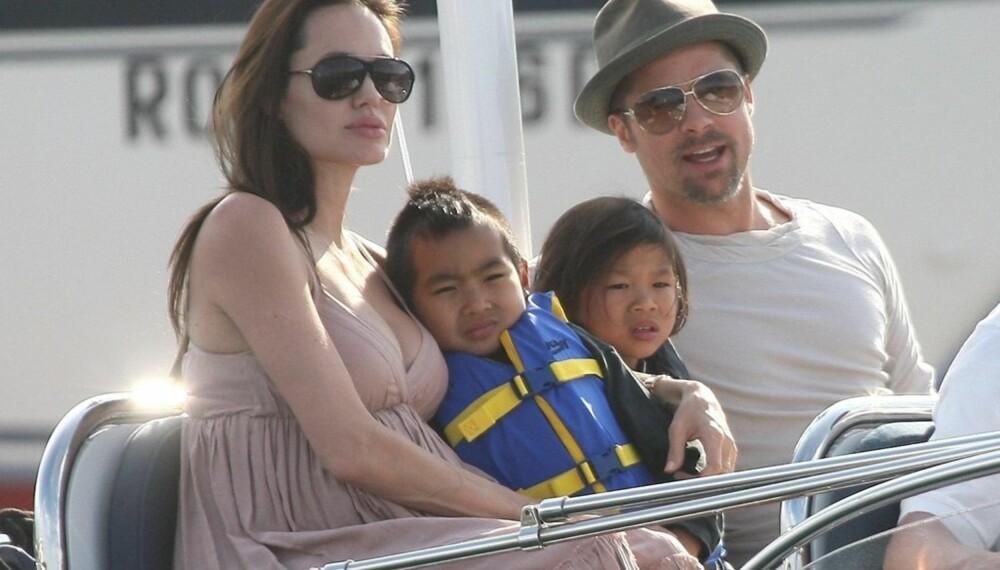 Angelina Jolie og Brad Pitt med sønnene Maddox og Pax