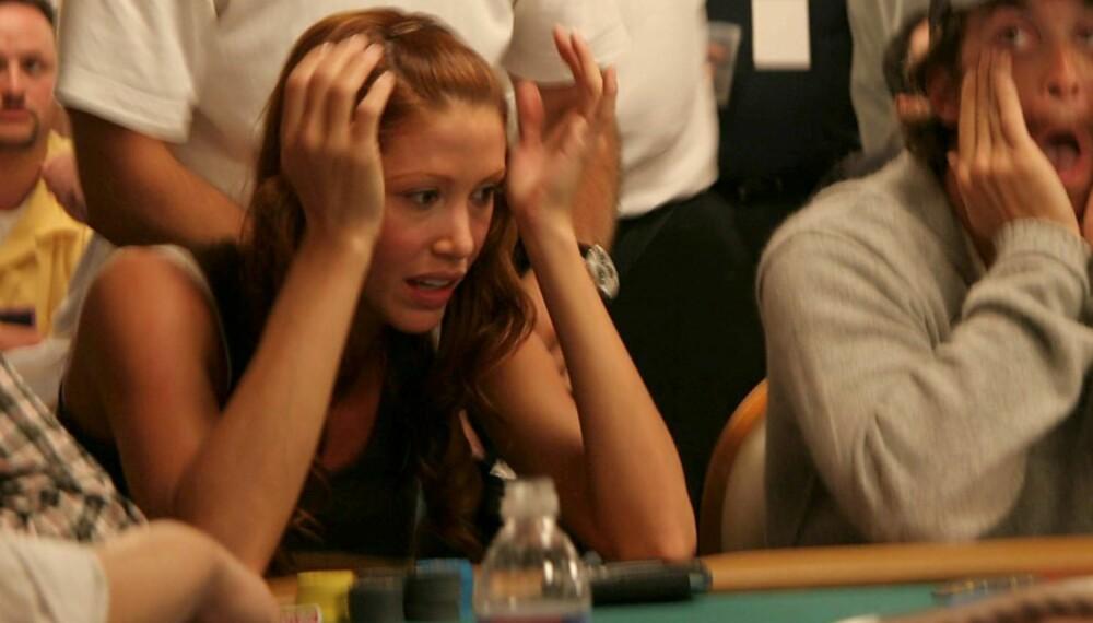 Shannon Elizabeth spiller poker i Las Vegas