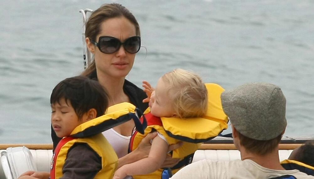 Angelina Jolie, Brad Pitt, Shiloh og Pax Thien på båttur.