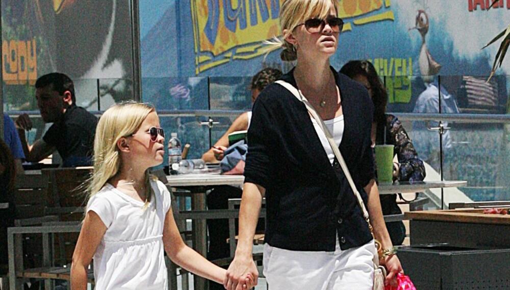 Reese Witherspoon og datteren Ava