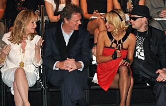 Kathy og Rick Hilton med datteren Paris og kjæresten Benji Madden