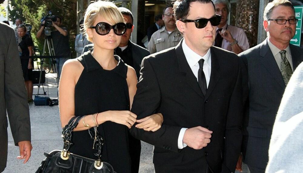 Nicole Richie og Joel Madden ankommer retten