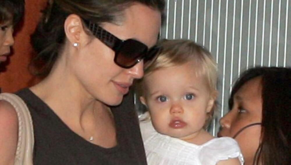 Angelina Jolie med datteren Shiloh på armen