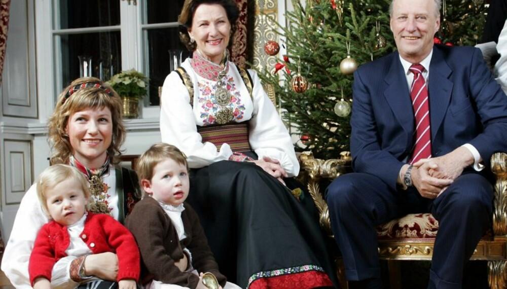 Prinsesse Märtha med Leah Isadora og Maud Angelica, dronning Sonja og kong Harald